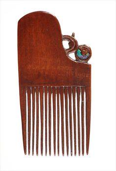 Heru (ornamental comb) - Collections Online - Museum of New Zealand Te Papa Tongarewa Maori Patterns, Tribal Hair, Maori Designs, Vintage Hair Combs, Driftwood Sculpture, Maori Art, Paua Shell, Ancient Jewelry, Hair Sticks