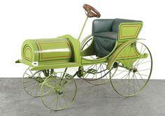 Около 1905 года. Детский педальный автомобиль французкого производства. Дерево, сталь, длина 117 см