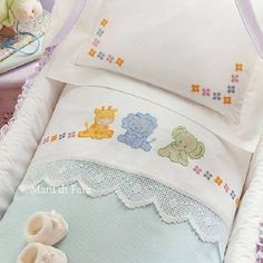 1 million+ Stunning Free Images to Use Anywhere Baby Cross Stitch Patterns, Cross Stitch Baby, Cross Stitch Designs, Brother Innovis, Designer Bed Sheets, Baby Staff, Baby Crib Sheets, Baby Embroidery, Baby Socks