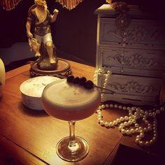 Gin delight @bringandmix #cocktails #cocktail #bedfordplace #southampton #gin #grenadine #eggwhite #lemon #basil #blueberry