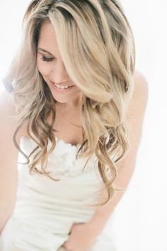 Really pretty, totally relaxed wedding hair. Love it.