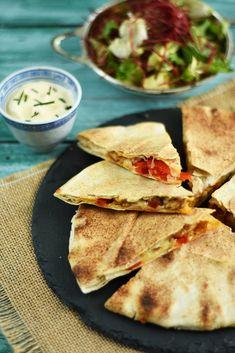 Quesadilla cu pui si ardei - Bucătăria Urecheatei Tacos, Mexican, Cooking, Ethnic Recipes, Food, Cuisine, Kitchen, Meal, Eten