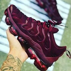 Plus Solid Color Burgundy Sneakers – insboys