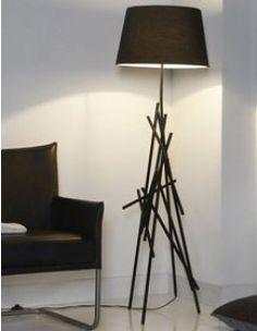 Lampadaire avec pied en métal et abat-jour noir design MAKA