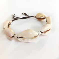 Καλοκαιρινό Βραχιόλι χεριού με κοχύλια και χαολίτη | Βραχιόλια στο jamjar Summer Accessories, Kai, Rings, Ring, Jewelry Rings, Chicken