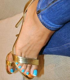 Beautiful Toes, Gorgeous Heels, Pretty Toes, Sexy Legs And Heels, Hot High Heels, Stilettos, Long Toenails, Blue Toes, Girls Heels