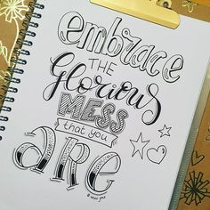 Pin by maria casarez on bullet journal каллиграфия, надписи. Hand Lettering Quotes, Creative Lettering, Brush Lettering, Lettering Styles, Calligraphy Quotes Doodles, Doodle Quotes, Calligraphy Fonts, Schrift Design, Bullet Journal Quotes