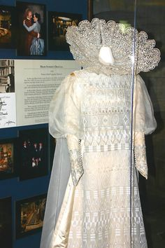Lucy bride costume from Bram Stoker's Dracula.