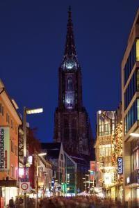 Ulm - Blick über die Hirschstrasse auf das Ulmer Münster  Einen Dank an das Stadtarchiv Ulm und Frau Wollinsky als Fotografin  Diesen malerischen und tollen Motive verschönern Euer Jahr 2016.  Jetzt kann der Kalender bestellt werden: http://www.ulm-kalender.de/bestellen