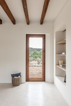 OD House, Alaro by Jorge Bibiloni - Spain based firm. Finishes are made up of micro cement, wood and stone. Style At Home, Home Design, Interior Design, Minimalist Home, Minimalist Interior, Design Case, Home Decor Inspiration, My Dream Home, Home And Living