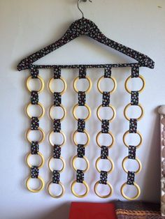 closet organizer reach in Fabric Crafts, Sewing Crafts, Diy Clothes Hangers, Scarf Storage, Scarf Hanger, Diy And Crafts, Arts And Crafts, Diy Keychain, Sewing Projects For Beginners