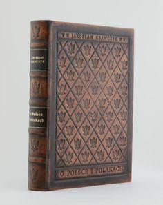 """""""O Polsce i Polakach - About Poland and its people"""" - Jarosław Krawczyk. Bibliophile leather binding. Luxury artistic book. http://www.kurtiak-ley.com/about_poland_and_its_people-o_polsce_i_polakach/. Ekskluzywna książka artystyczna. Ręczna oprawa w skórę. http://www.kurtiak-ley.pl/o-polsce-i-polakachksiazka-prezent/"""