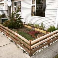 Arreglo jardin frontal concepto magallanico - coiron, coihue, siempre viva entre otro Patagonia, Interior Exterior, Outdoor Structures, Instagram Posts, Gardens, Tiny Houses, Concept