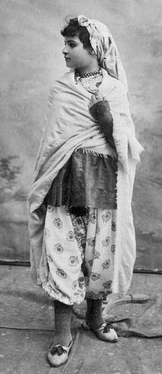 A slender Tunisian jew girl Young jew. . Tunisia. - latest 1903. photo: Garrigues.