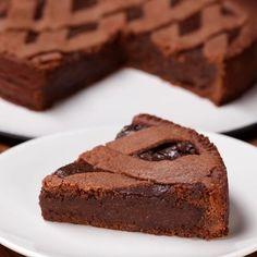 Creamy chocolate tart - Food and drinks interests Sweet Desserts, Sweet Recipes, Delicious Desserts, Cake Recipes, Yummy Food, Kolaci I Torte, Homemade Chocolate, Food Cakes, Bakery