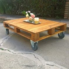 Love this pallet coffee table! The casters are perfect.