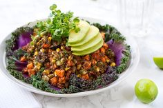 Kañiwa is, like quinoa (to which it is related), a super-nutritious ancient grain from South America. Confetti Salad Recipe, Clean Diet, Clean Eating, Quinoa, Healthy Food Options, Grain Foods, Vegan Kitchen, Eat To Live, Buzzfeed Food