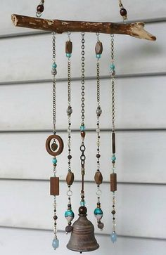 Make a door / wind chime: here are 20 examples that will help you . Fabriquez-vous un carillon de porte/à vent : voici 20 exemples qui vont vous d… Make a door / wind chime: here are 20 examples that will give you ideas Wire Crafts, Bead Crafts, Fun Crafts, Diy And Crafts, Shell Crafts, Driftwood Projects, Driftwood Art, Diy Projects, Suncatchers