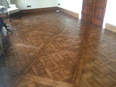 Versailles parquet panels Reclaimed solid old oak 1000*1000*23 mm Panels are inequalities in thickness and bevel