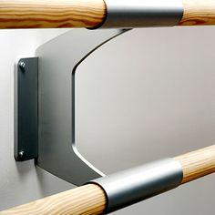 barra plancha  Tecno Sport  SOPORTE doble pared PARA dos barras con fijacion a pared mediante pletina de acero con 4 tornillos. El tubo de cada soporte permite la union de 2 barras para formar una barra continua longitudinal. Pletina y tubo de acero pintado en color plata. Diametro de las barras de pino melis: 40 mm. Distancia de la pared a las barras: 18 cm Distancia entre barras dobles: 22,5 cm Precio: 53,97€