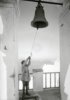 Σαντορίνη 1925. Nelly's. Αρχείο Μουσείου Μπενάκη History Of Photography, Ceiling Lights, Lighting, Artwork, Image, Sunday, Posts, Home Decor, Fotografia