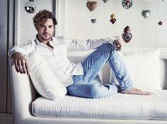David Bisbal Hottest Male Celebrities, Celebs, Barefoot, David, Crushes, Beautiful, Music, Man Candy, Lifestyle