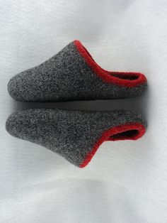 Don't these look like the perfect gift project.  I would try in Lamb's Pride worsted.  It really felts nicely.  Ravelry: Men's Scuff Slippers Felted Knit Pattern pattern by Monique Rae