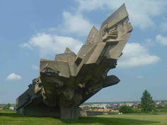 Karaim Türkleri de Musevi oldukları için II. Dünya Savaşında soykırıma uğramışlardı.   . Vilnius - Trakai, Litvanya   http://gezenti.biz/wp-content/uploads/2013/12/an%C4%B1t1.jpg