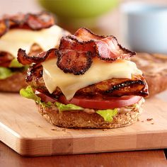 With creamy Deli American cheese, pepper bacon and balsamic mayo, this grilled chicken sandwich will even tempt traditional burger lovers.
