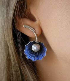 LOVE the blue with the pearl and the partial wrap around the ear lobe Silver Necklaces, Silver Earrings, Silver Jewelry, Stud Earrings, Flower Earrings, Ear Jewelry, Enamel Jewelry, Unique Jewelry, Jewellery