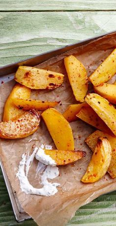 Crispy Potato Wedges, Baked Potato Wedges Oven, Potato Wedges Recipe, Sweet Potato Wedges, Herbed Potatoes, Crispy Potatoes, Juice Flavors, Easy Meal Plans, Baked Pumpkin