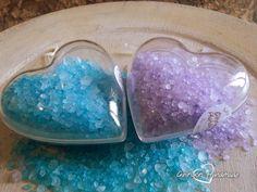 Sali profumati decorativi da bagno, in cuore di Plexiglass, appendibili per profumare e decorare il bagno e la casa   #handmade #salidabagno #saliprofumati #lavanda #talco #borotalco #azzurro #lilla #cuore #lemaddine