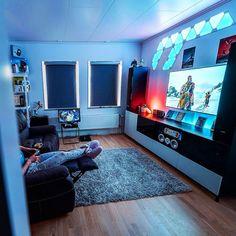 Living Room Setup, Bedroom Setup, Room Ideas Bedroom, Living Room For Gamers, Small Game Rooms, Computer Gaming Room, Gaming Rooms, Game Room Design, Game Room Decor