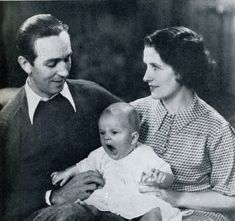 Walt and Lillian Disney with their first daughter, Diane ~ 1933 Disney Fan, Disney Theme, Disney Love, Disney Magic, Disney Parks, Walt Disney World, Disney Stuff, Disney Cruise, Disney Princess