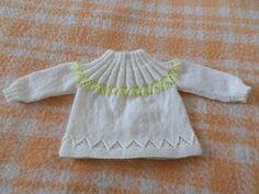 qui la fait avec moi? laine à tricoter aux aiguill 3 -monter 59m, tricoter 4m mousse, 1 endr, 1 envers .... finir par 1... Tricot Baby, Baby Knitting, Knit Crochet, Sweaters, Tops, Women, Baby Knits, Beignets, Decor