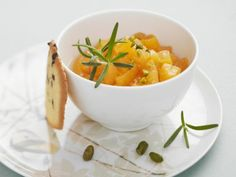 Aprikosensalat mit Pistazien ist ein Rezept mit frischen Zutaten aus der Kategorie Steinobst. Probieren Sie dieses und weitere Rezepte von EAT SMARTER!