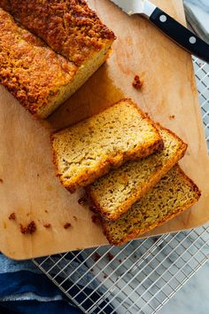 This gluten-free banana bread is made with almond flour and naturally sweetened with honey or maple syrup. It's simple to make and so delicious! Paleo, too. Gluten Free Banana Bread, Banana Bread Recipes, Healthy Banana Bread, Almond Banana Bread, Almond Flour Bread, Almond Flour Cookies, Almond Flour Recipes, Gluten Free Treats, Gluten Free Baking
