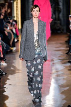 STELLA MCCARTNEY fall 2016 runway - swan printed pants