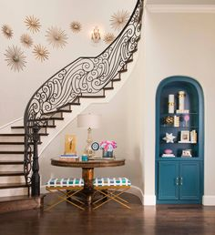 House of Turquoise: IBB Design Fine Furnishings bookshelf of glass Beautiful Space, Beautiful Homes, House Beautiful, Ibb Design, Interior Stylist, Interior Design, House Of Turquoise, Entryway Decor, Entry Foyer