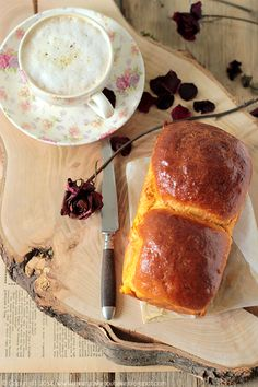Every Cake You Bake: Brioszka kokosowo-dyniowa Vegan Sweets, Bread Rolls, Banana Bread, Bakery, Coconut, Vegetarian, Vegan Ideas, Pumpkin, Breakfast