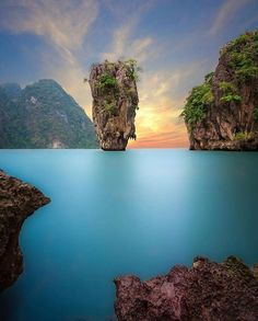 20 Natural Wonders on Earth That Prove Mother Nature Is A True Artist – The Earth is a planet in constant change and yet surprisingly, some parts of it have… James Bond Island Thailand, Tahiti Tattoo, Voyager Loin, Phuket Thailand, Thailand Travel, Destination Voyage, Cultural, Travel Videos, Blog Voyage