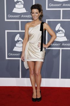 Loved Kate Beckinsale's entire Grammy look!