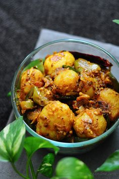Bombay Potatoes Recipe - Spicy Indian Potato Recipe - Sub oil for fry light & voila. Indian Potato Recipes, Baby Potato Recipes, Veg Recipes, Spicy Recipes, Curry Recipes, Indian Food Recipes, Asian Recipes, Vegetarian Recipes, Cooking Recipes