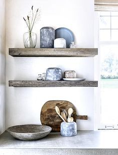 6 Brisk Cool Tips: One Floating Shelf Decor glass floating shelves interiors.One Floating Shelf Decor floating shelves diy crown molding. Floating Shelves Bedroom, Floating Shelves Kitchen, Wooden Floating Shelves, Kitchen Shelves, White Wood Kitchens, Diy Regal, Ideas Para Organizar, Rustic Kitchen, Open Kitchen