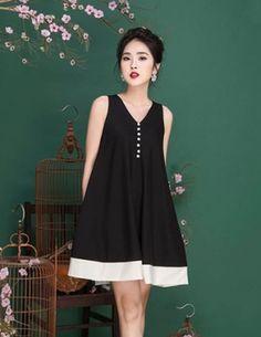 Đầm suông màu đen phối nút - B0386