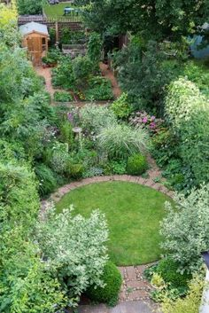 01 Beautiful Small Cottage Garden Ideas for Backyard Inspiration - frontbackhome. 01 Beautiful Small Cottage Garden Ideas for Backyard Inspiration - frontbackhome 87 Beautiful Small Cottag. Small Cottage Garden Ideas, Small Garden Design, Garden Cottage, Circular Garden Design, Small Garden Inspiration, Small Garden Plans, Backyard Cottage, Backyard Garden Design, Patio Design