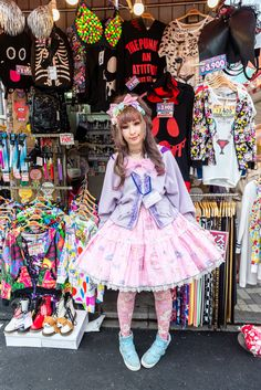 https://flic.kr/p/veNJYS   Takeshita girl   Street photography at Takeshita street (Takeshita Dori), Tokyo, Japan. Curiously, people at this place is more open minded than in other places about taking them a picture.