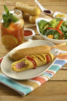 Las Banderillas de Salchicha es un platillo que a los pequeños de la casa les va a encantar, son salchichas cubiertas con una deliciosa pasta. En la receta de banderillas de salchicha encontrarás como hacer una salsa cátsup casera.