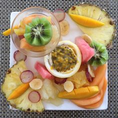 Petit déjeuner exotique Guadeloupe - fruits frais Brunch, Bon Dessert, Cas, West Indies, Culinary Arts, Summer Recipes, Acai Bowl, Caribbean, Appetizers