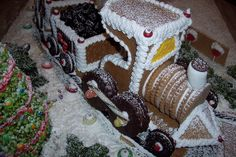 Train pattern & instructions available at www.ultimategingerbread.com